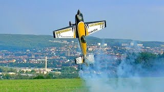 EXTREME 3D AEROBATICS WITH THE MODEL AIRPLANE EXTRA 300 SC