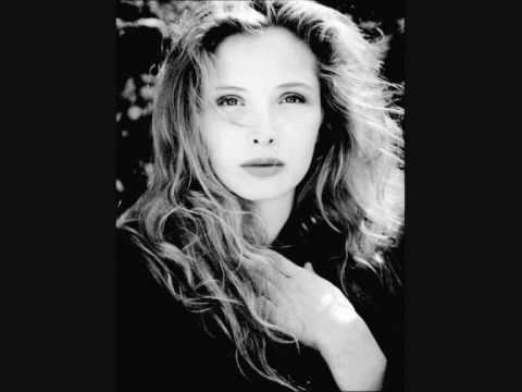 Julie Delpy - Something a bit vague