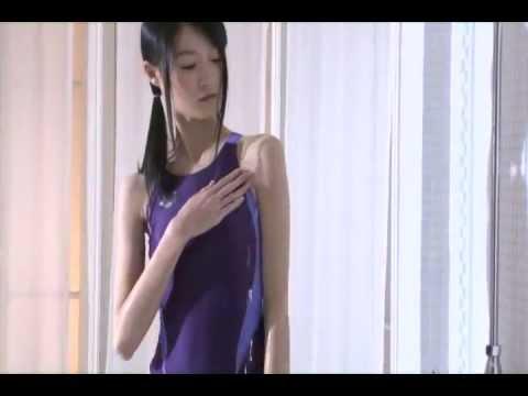 【しほの涼グラビア動画】しほの涼-競泳水着姿でシャワーを浴びたりしてる動画画像