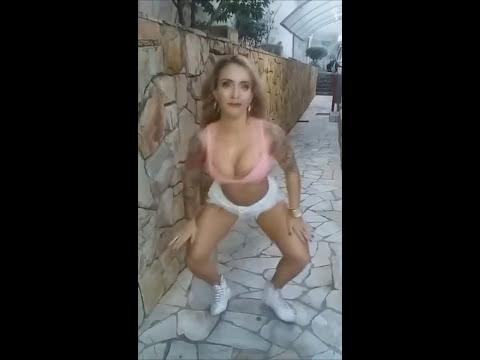 Loira Muito MUITO gostosa dançando funk de Short curto