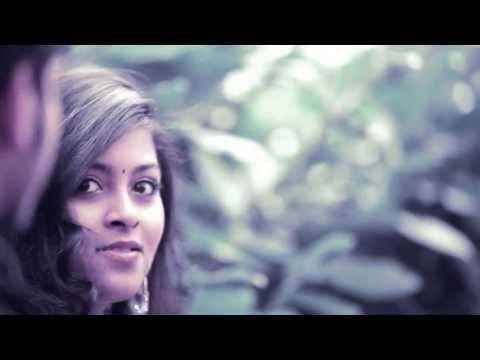 Vizhi Asainthu song