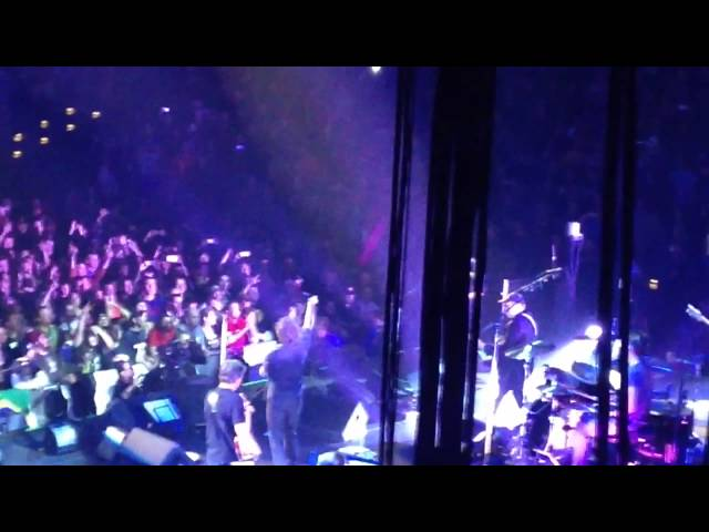 Pearl Jam and Rick Nielsen doing Baba O'Riley Milwaukee WI Oct 20th 2014