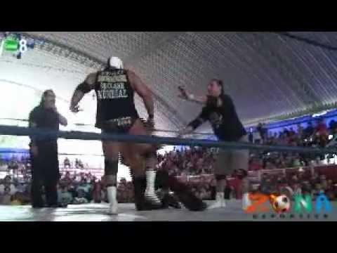Lucha libre AAA vs CMLL en la Feria Regional de Libres 2012