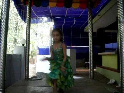 Anwar Kizhakku Pookum Meenu Dancing video