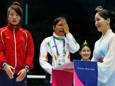 Indian boxer Sarita Devi Cries during the Asian Games 2014 Medal Ceremony