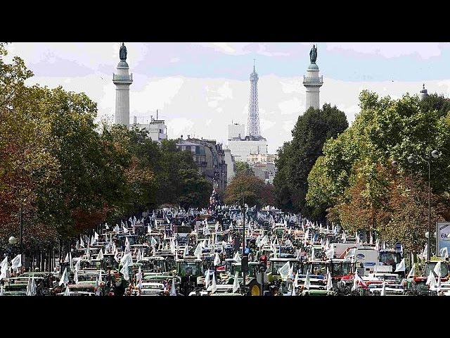 Paris or bust: French farmers demand government relief