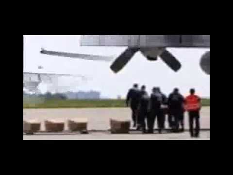 MH17 plane crash : First victims arrive in Netherlands