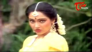 Chiranjeevi Romance with Madhavi    Best Romantic Scene of Tollywood #136