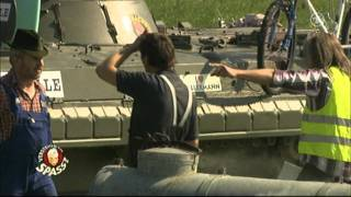 Matze Knop als DJ Hacke mit dem Panzer