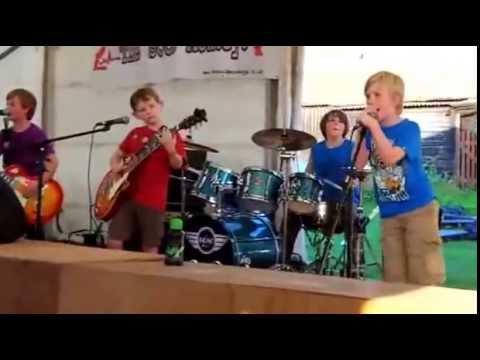 Sorprendente video de niños tocando a metallica