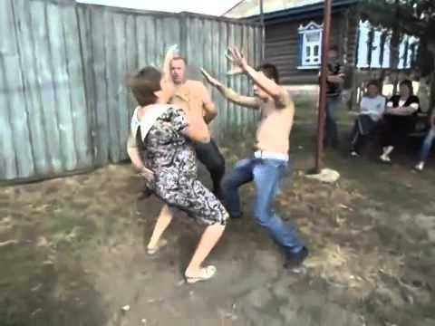 Деревенские парни ебут девчонок видео 76