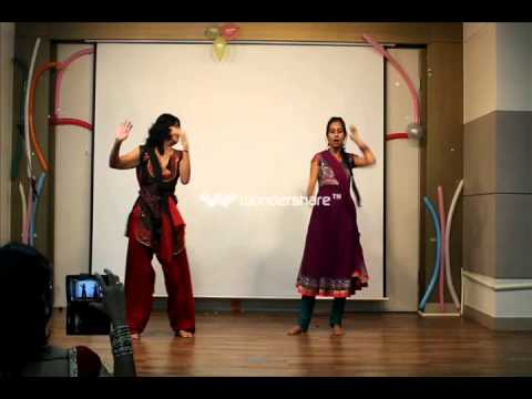 Aayo Re Maro Dholana - Ladies Group Dance At The End Of Programme video