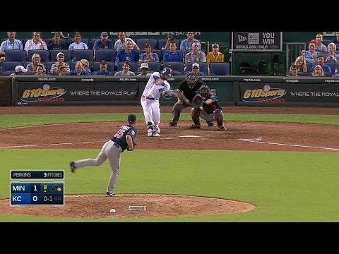 Gordon smacks a walk-off two-run homer