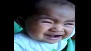 Em bé khóc hài hước ;))