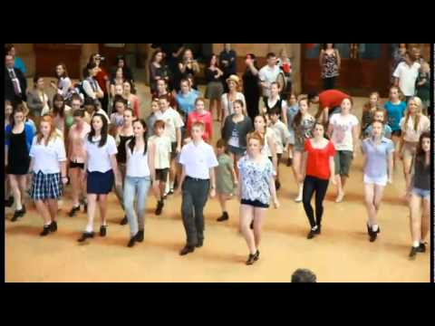 St Patricks Day 2011 - Riverdance Flashmob (Central Station, Sydney, Australia)