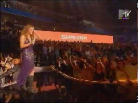 Shakira wins Best Female artist at MTV Europe Music Awards 2005