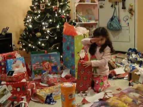Los ni os abriendo sus regalos en navidad 2012 youtube - Regalo navidad padre ...