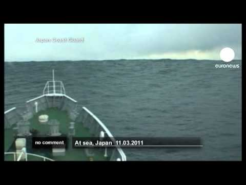 Japanese coastguard ship heads into tsunami... - no comment
