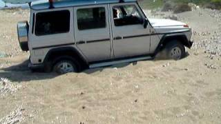 MERCEDES G WAGEN  GETTING OUT OF SAND
