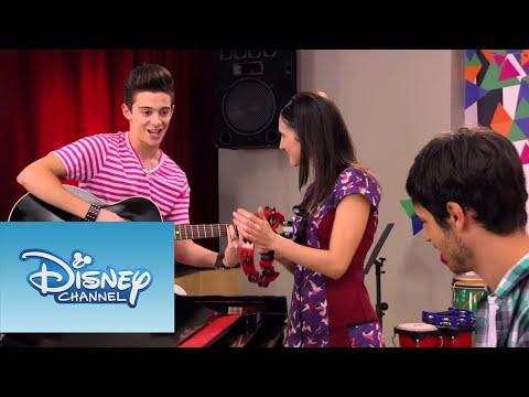 Luca, Francesca y Federico cantan ¨Ven y canta¨ en italiano | Momento Musical | Violetta