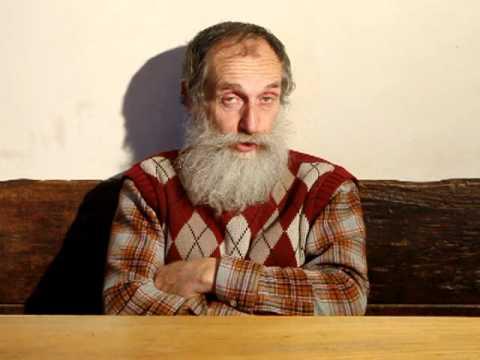 Il dottore è anziano ma molto arzillo folta e lunga barca grigia, quasi tutti i capelli
