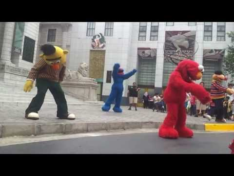 Sesame Street - Elmo Do The Hokey Pokey - Performance At Universal Studios Singapore video