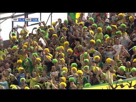 ADO Den Haag fans geven zieke kinderen een knuffelregen in De Kuip