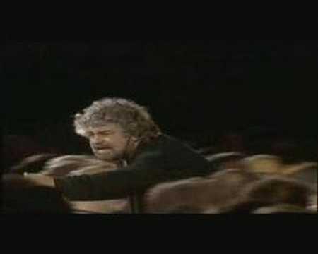 Beppe Grillo contro capitalismo e TELECOM  ( V DAY)