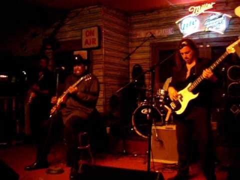 Magic Slim, Kingston Mines, Chicago Jun 08 part 1