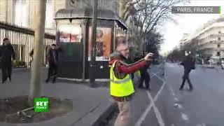 Acte 16 des Gilets jaunes : le moment du tir de LBD qui a blessé au visage un homme à Paris