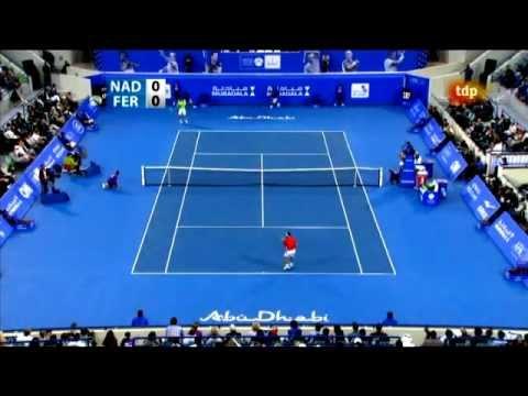Rafa Nadal le da un pelotazo a David Ferrer. Abu Dhabi 2011