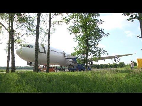 Reportage: Ontmanteling Airbus begonnen op Twente Airport (TV Enschede)