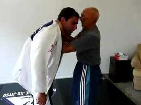 Gracie Choke Helio Gracie Chokes Roberto