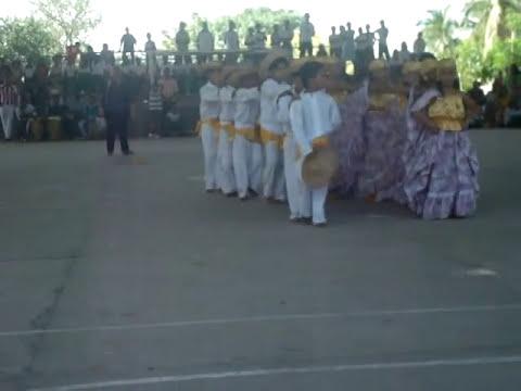 Baile la caderona en la Institucion educativa alvaro araujo noguera de astrea