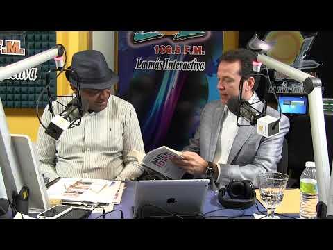 Ito Bisono entrega libro a Julio Martinez Pozo en Elsoldelamañana