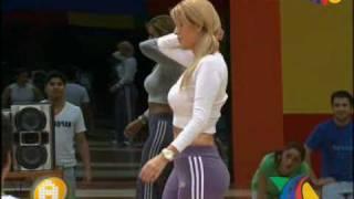 Aline Hern  Ndez En La Casa De La Academia  01 59