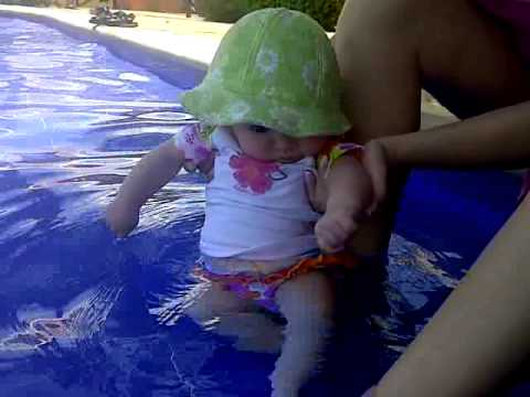 120402_Violeta and her first time in a pool