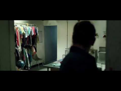 """CUANDO LAS LUCES SE APAGAN - Switch 20"""" (Doblado) - Oficial Warner Bros. Pictures"""