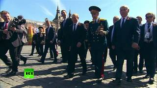 Putin welcomes & accompanies WWII veteran after he was pushed away by president's guard