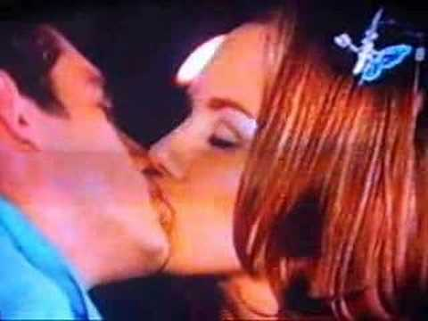 Sonadoras especial -- Kisses throughout the novela