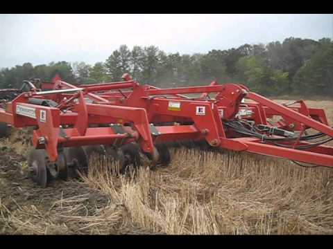 485 QuadTrac vs 9530T & 870  vs Dominator.wmv