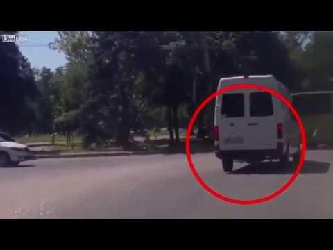 【衝撃】車にひかれても無傷のウクライナのターミネーターが凄すぎ!