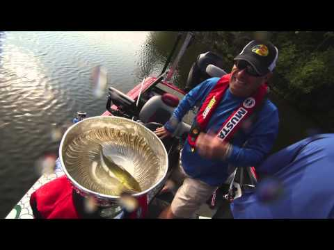 Bryan Bickell & Dave Mercer turn The Stanley Cup into The Cupwell - Facts of Fishing The Show