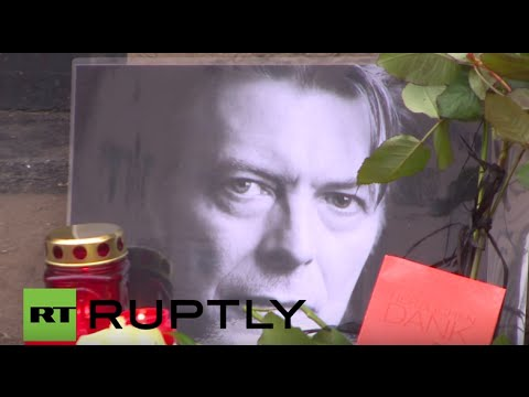 Germany: Bowie fans mourn star at his former flat in Berlin's Schoneberg district