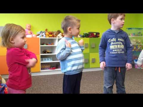 """Dzieci śpiewają Piosenkę """"Zima Biała"""