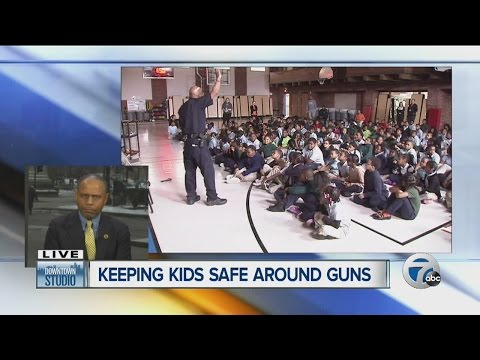 Detroit Police hold gun safety seminar for students