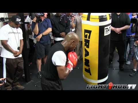 Floyd Mayweather vs. Robert Guerrero: Mayweather heavy bag workout (HD) Image 1