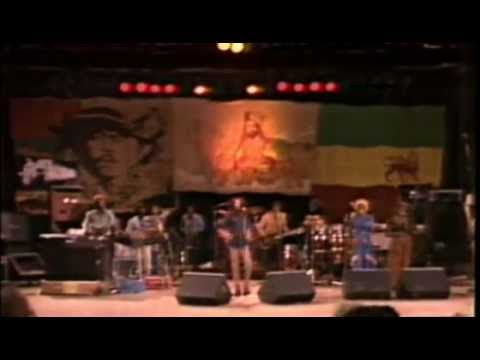 Bob Marley & The Wailers - Show Completo Em Santa Barbara 1979 video