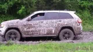 2014 Jeep Grand Cherokee in the mud again