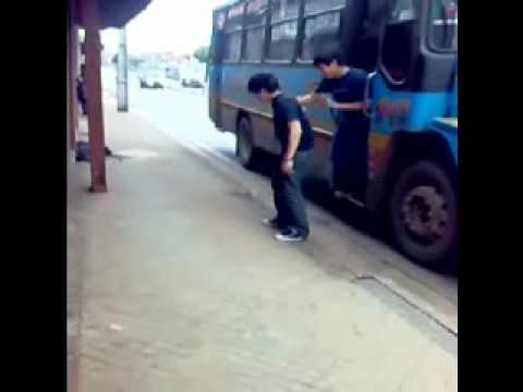 Jodiendo a los choferes. Itauguá - Paraguay